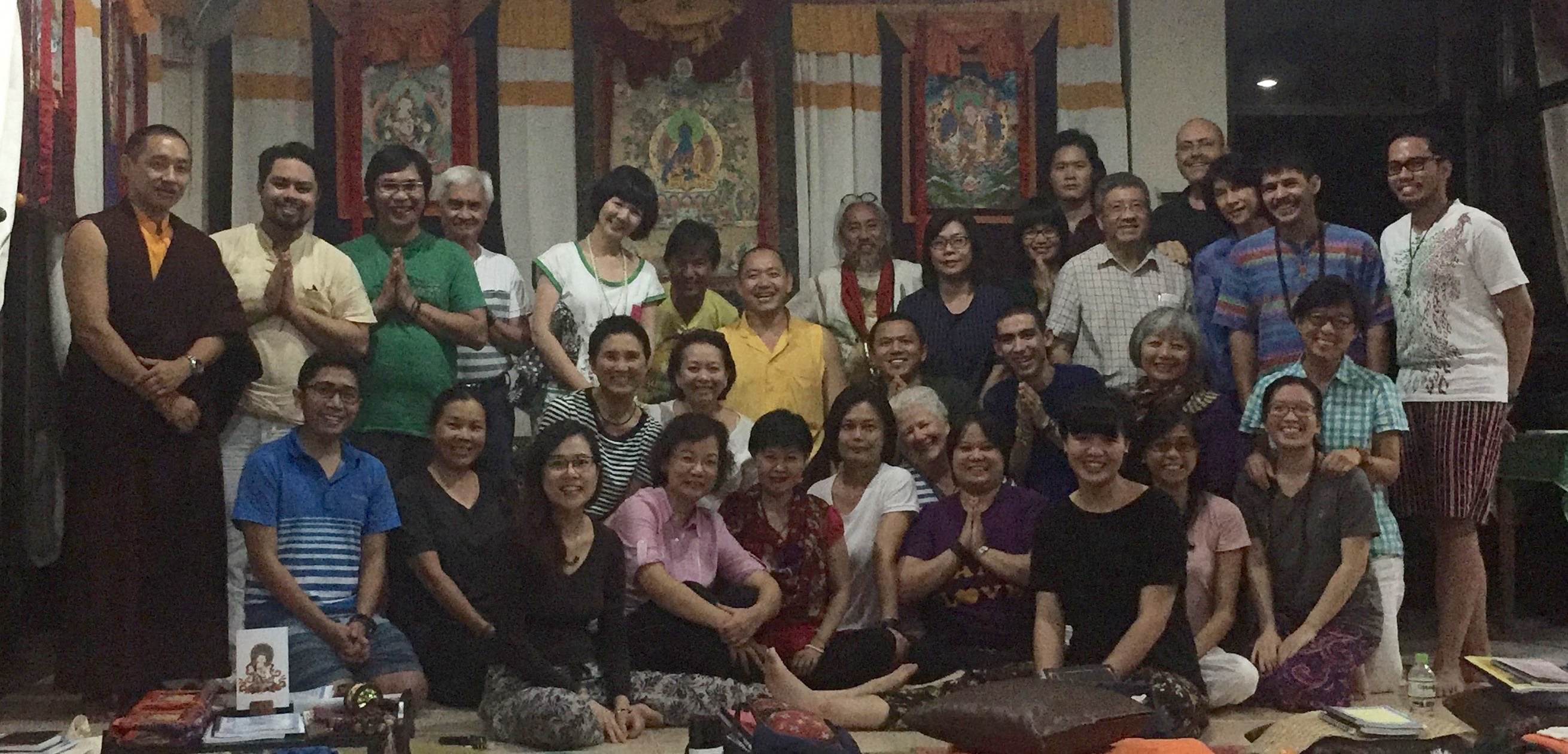 Group-Picture-with-Rinpoche-in-Tagaytay